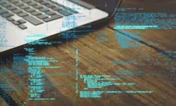 Linguaggi di programmazione: R risale la classifica, ma si apre il dibattito